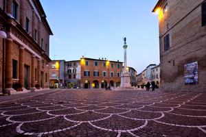 Ora Blu in Piazza San Cristoforo – Urbania