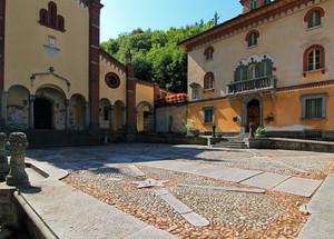 Il selciato di piazza San Pietro a Rosazza
