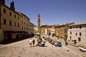 Vespe in Piazza Garibaldi