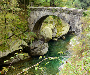 Ponte antico vicino a Bogna