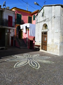 """""""Parabole,fari,antenne,croci e panni stesi""""-Piazza S.Antonio-Valle Agricola (CE)"""