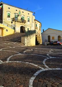 """""""Giocando con il compasso"""" – Piazza Roma – Capriati a Volturno (Caserta)"""