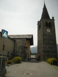 Antey, la piazzetta davanti alla chiesa