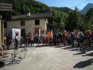 festa in piazza in frazione Santo Lucìo