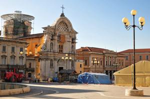 Piazza Duomo e la Chiesa delle Anime Sante