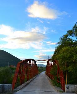 """""""Con me, sopra l'acqua e sotto il cielo"""" – Ponte Rosso a Colli a Volturno (IS)"""
