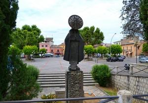 """""""Qualcuno ti guarda"""" – Piazza San Tommaso – Aquino (Fr)"""