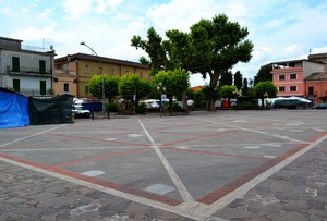 """Bancarelle""  – Piazza San Tommaso – Aquino (Fr)"