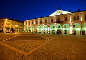 Piazza del Municipio in oro e blu
