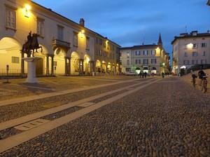 Di passaggio in piazza Duomo, tornando a casa