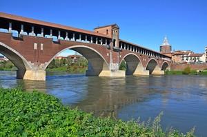 Ai piedi del Ponte Coperto