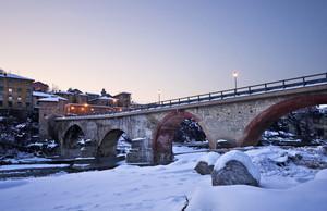 Ponte invernale al tramonto