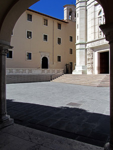 La piazzetta del Santuario