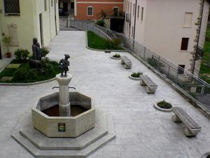 Piazzetta dedicata a  Cav. karl harner