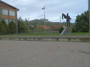 La piazza degli Alpini
