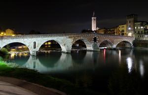 Ponte di Pietra in notturna 1