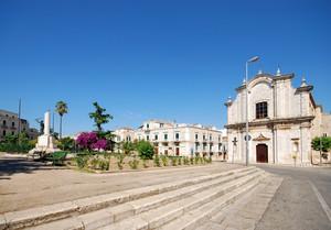 la grande Piazza Bovio a Ruvo di Puglia