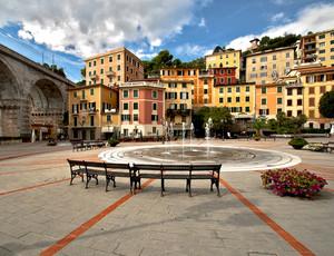 """"""" La piazza, il borgo, i colori """""""