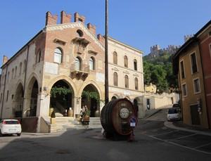 Il castello custode del vino