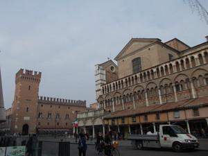 La piazza del municipio ancora