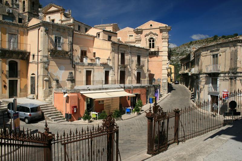 ''Dalla scalinata della Chiesa del Purgatorio'' - Ragusa