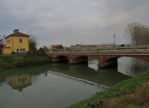 Il ponte sul canale Cavour