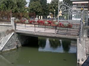 Ponte Est di Villa Sagramoso con bellezze al bagno