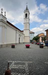 Il campanile color neve