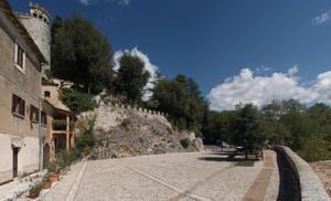 Labro (RI): piazza e castello Nobili Vitelleschi