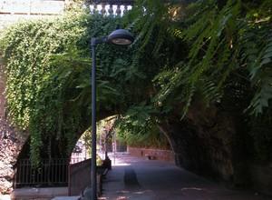 ….a passeggio sotto il ponte di villa Trabia