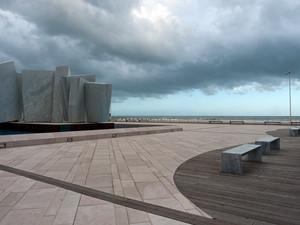 Una scomoda panchina per vedere il mare