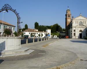 La grande piazza Marconi