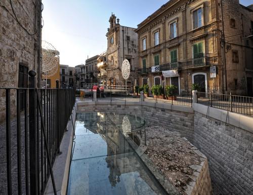 Acquaviva delle fonti piazza dei martiri una piazza for Monolocale arredato acquaviva delle fonti
