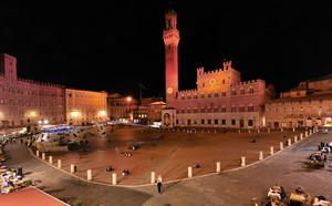 aspettando la notte in Piazza del Campo