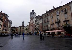 In Piazza Santarosa
