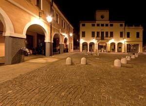 Piazza Accademia dei Concordi di notte