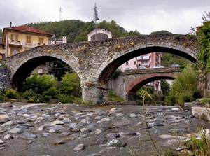 E' una giornata nuvolosa sui ponti di Rossiglione