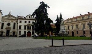Passando per Piazza Duomo