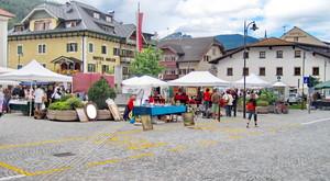 la piazza principale di Villabassa