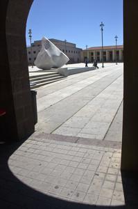 Ombra guardando la piazza
