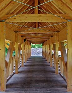 all'interno del ponte