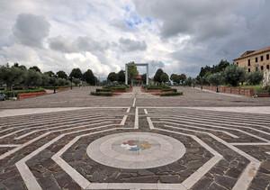 da Piazza Giov Paolo I verso il Largo del Santuario