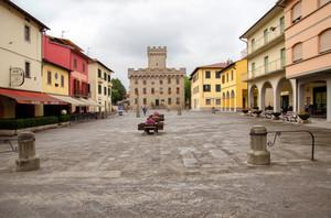 Una piazza per un castello