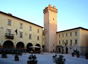 Piazza Mazzini anche a Trevi