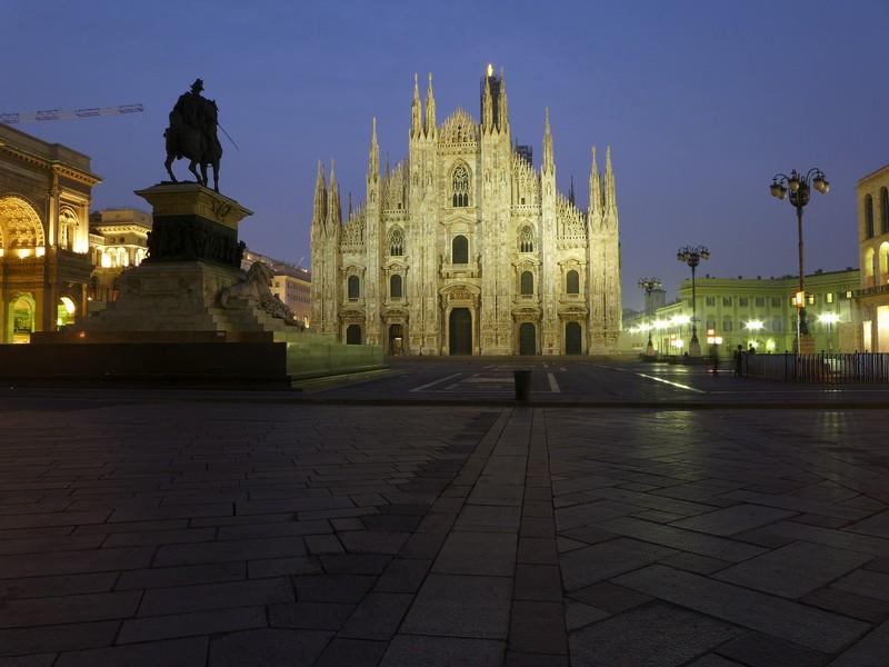 ''Alba in Piazza Duomo… e un saluto al Team e a tutti gli amici del Concorso!'' - Milano