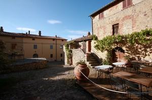 Piazza Cisterna nel Borgo Maestro