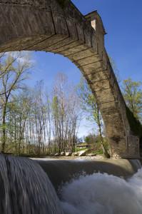 Sotto il ponte di Olina