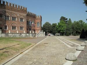 Ai margini del centro storico.