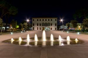 Piazza municipio di notte