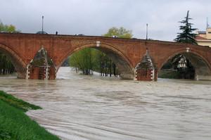 Ponte Vecchio , con fiumana del Savio